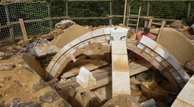 La mise en œuvre d'une voûte à croisée d'ogives dans une chapelle castrale du XIIIe siècle : l'exemple de Guédelon